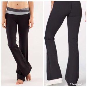 Lululemon Astro Black Blue Yoga Pants Size 6
